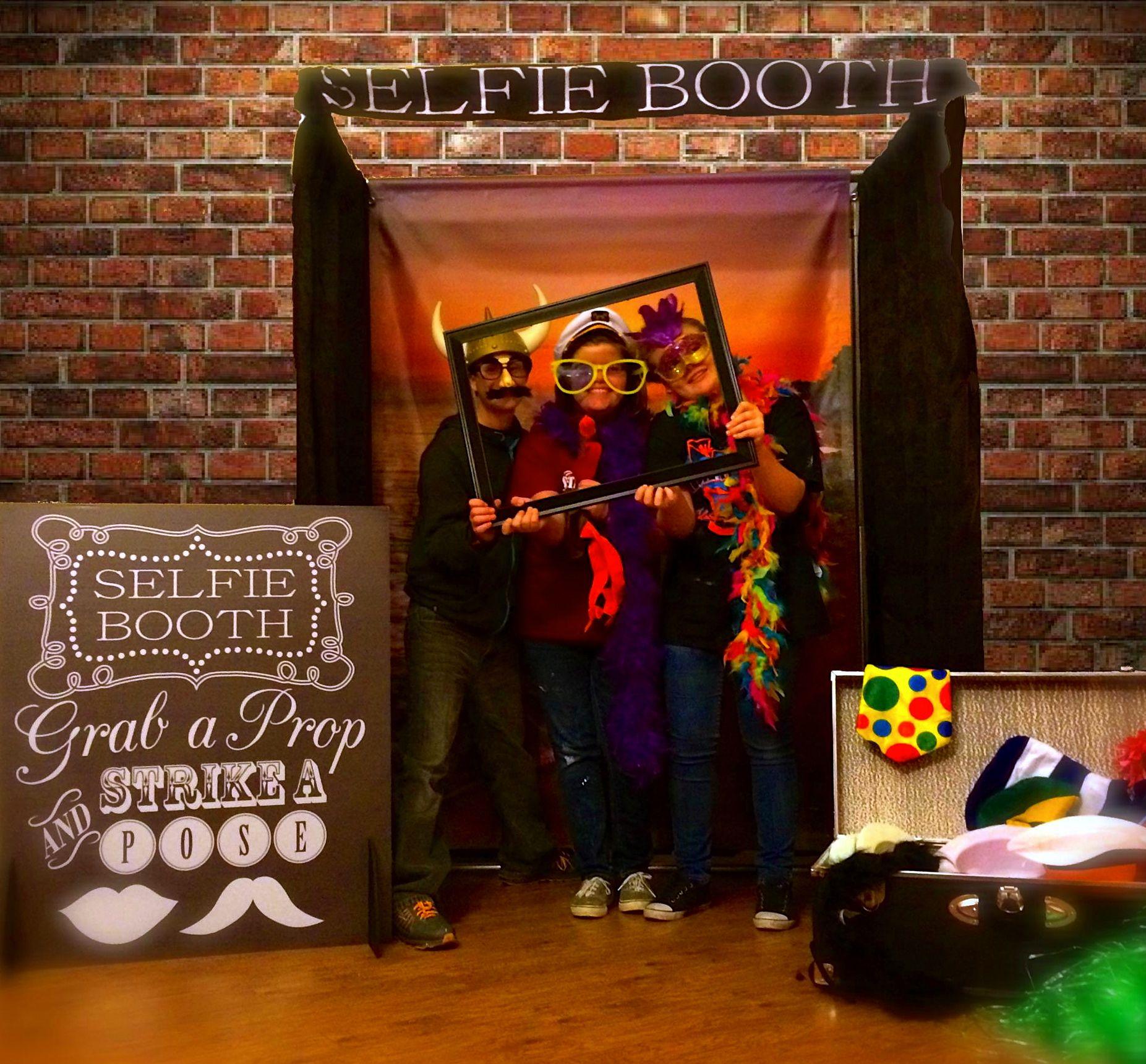 selfie booth wedding supplies fraser valley party rentals. Black Bedroom Furniture Sets. Home Design Ideas